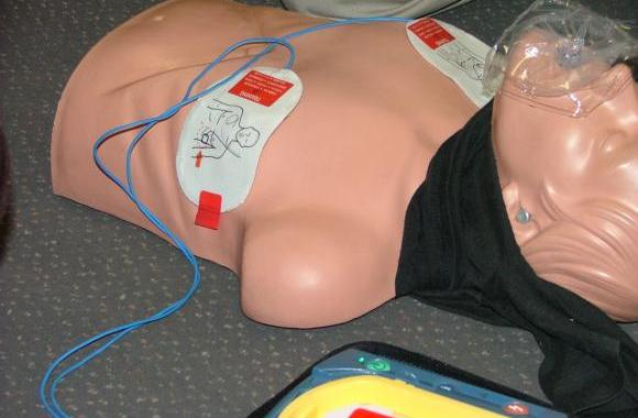 AED attached to patient.......ready to shock